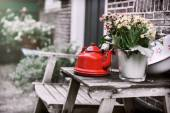 Backyard decoration with vintage kettle and flowers — Stock Photo