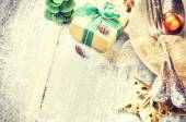Christmas table setting in gold and green tone — Stock Photo