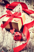 Valentine's setting with gift box — Stock Photo