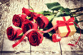Valentine's setting with bouquet of roses — Stock Photo