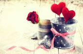 Decorative hearts and red roses — Stockfoto