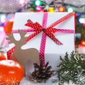 Christmas presents with red ribbon and tangerines and cones, dec — Stock fotografie