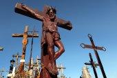 在立陶宛十字架的小山. — 图库照片