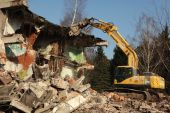 Demolition excavator destroys abandoned buildings — Stock Photo