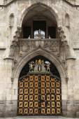 Coat of arms of Munich on the Neues Rathaus — Stock Photo