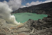 Acid lake at Kawah Ijen, East Java — Stock Photo