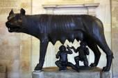 Etruscan bronze statue Capitoline Wolf — Foto Stock