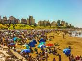 Crowded beach in Mar del Plata — Stock Photo