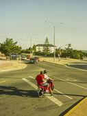 Dos hombres en una motocicleta — Foto de Stock