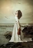 Mladá dívka s housle — Stock fotografie