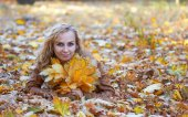 девушка в парке — Стоковое фото