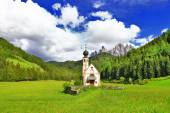 Alpine scenery - Dolomites, Val di funes, view with church — ストック写真