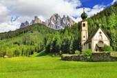 Alpine scenery - Dolomites, Val di funes, view with church — Stock Photo