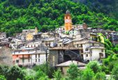 Tende - beautiful medieval village in border of France & Italy — ストック写真