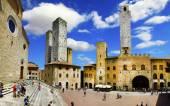 Medieval San Gimignano central square, Tuscany, Italy — Stock Photo