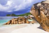 Tropical wilderness - beaches of Seychelles islands — Stock Photo