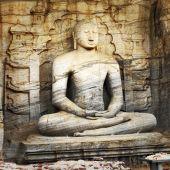 Unique monolith Buddha statue in Polonnaruwa temple - medieval c — Stock Photo