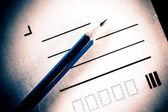 Crayon et lettre — Photo