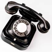 ほこりや傷白い背景の上で昔の黒電話 — ストック写真