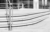 Curved concrete steps and metal grill support as an abstract in — Stock Photo