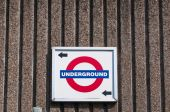 London Underground sign and direction — Fotografia Stock
