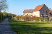 Modern houses and a path in rural Suffolk, Bury St Edmunds, UK — Stock Photo