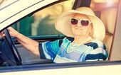 старшие женщины вождения автомобиля — Стоковое фото