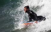 Athlete surfing on San Lorenzo beach — ストック写真