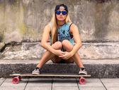 滑板手的女孩 — 图库照片