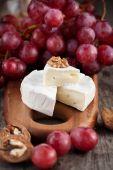 τυρί καμαμπέρ με μέλι — Φωτογραφία Αρχείου