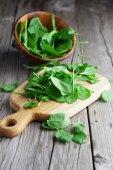 Folhas de espinafre fresco — Fotografia Stock
