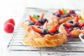 Savoureux petits pains avec baies — Photo