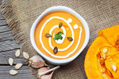 Pumpkin soup with garlic and fresh cream — Stock Photo