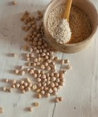 Chickpeas and sesame seeds — Stock Photo