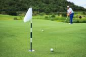 Golfer putting  — Stock Photo