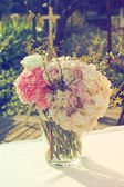 Wedding bouquet in wedding day vintage color tone — Stock Photo