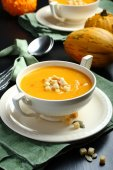Bowl of pumpkin soup with bread crouton — Stock Photo