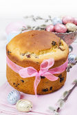 Easter bread and colorful eggs — Stock Photo