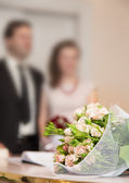 Wedding groom bride bouquet — Stock Photo
