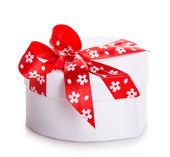 Gift box bow red heart — ストック写真
