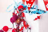Gift box with red beads — Stockfoto