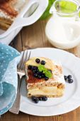 Appele wholewheat bread strata — Stock Photo