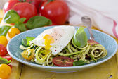 Zucchini noodles with tomatoes and egg — Stock Photo