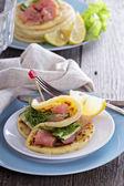 Panquecas de batata escandinavo com salmão — Fotografia Stock
