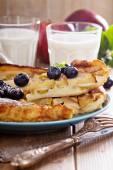 Bakning med äpple, socker och kanel — Stockfoto
