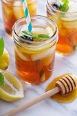 Homemade honey iced tea — Stock Photo