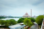 Putra Mosque located in Putrajaya city, Malaysia — Stock Photo