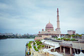 Putra Mosque located in Putrajaya city, Malaysia — Foto de Stock