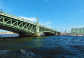 Trinity Bridge across the Neva in Saint Petersburg — Stock Photo
