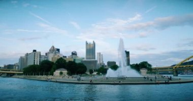 Iconic fountain at The Point in downtown Pittsburgh, PA — Wideo stockowe